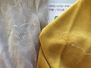 ニットの糸引きビフォー