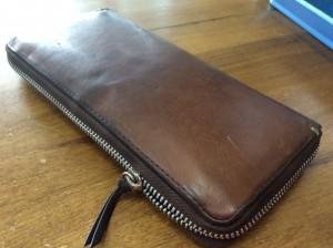 財布のファスナー・磨きビフォー