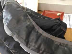 ライダースジャケットの合成皮革復元ビフォー