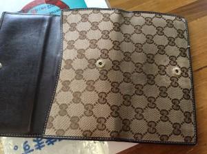 グッチ財布の汚れビフォー