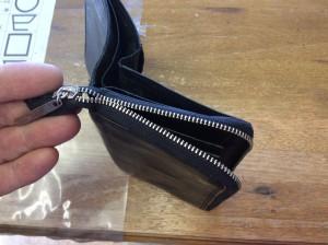 二つ折り財布のファスナー修理ビフォー