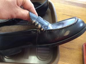 学生靴ほつれビフォー