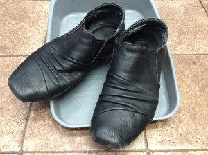 婦人革靴ビフォー