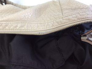 婦人バッグのファスナーすり切れ修理ビフォー