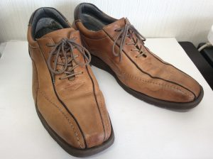 ヌメ革靴に雨じみビフォー