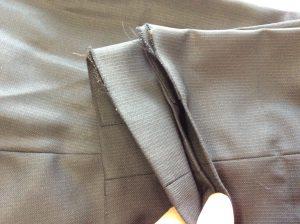スラックスの裾擦り切れビフォー