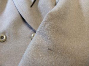 ウールジャケットの虫くい修理ビフォー