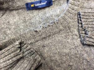 セーターの擦り切れ修理ビフォー