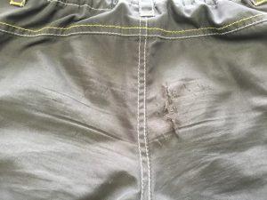 子供ズボンの擦り切れ修理ビフォー