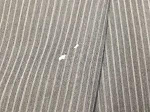 スーツの虫食い穴修理ビフォー