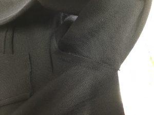 セーター脇ほつれ修理アフター