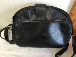 カビ婦人バッグのクリーニングビフォー