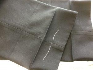 学生ズボンの裾出し補正ビフォー