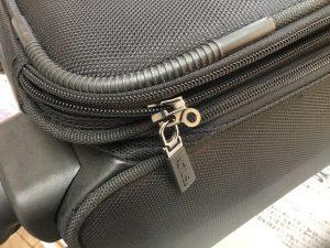 スーツケースのファスナー修理ビフォー