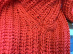 セーターの脇ほつれ修理アフター