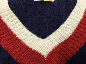 Vネックセーターの擦り切れ修理アフター