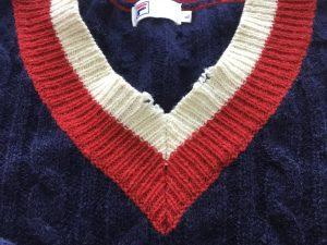 Vネックセーターの擦り切れ修理ビフォー