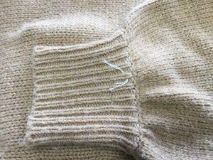 セーター袖口の虫くい穴お直しアフター