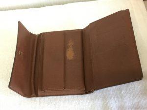 財布の一部色ハゲ補修ビフォー