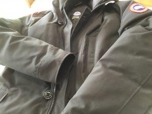 カナダグースダウンコートのクリーニングビフォー