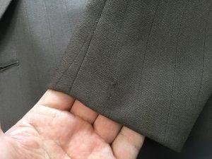 スーツ袖口の虫食い穴アフター