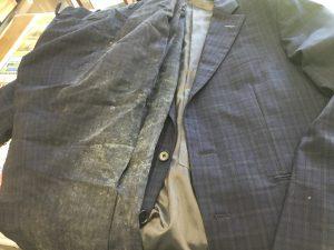 スーツにカビが生えてしまったビフォー